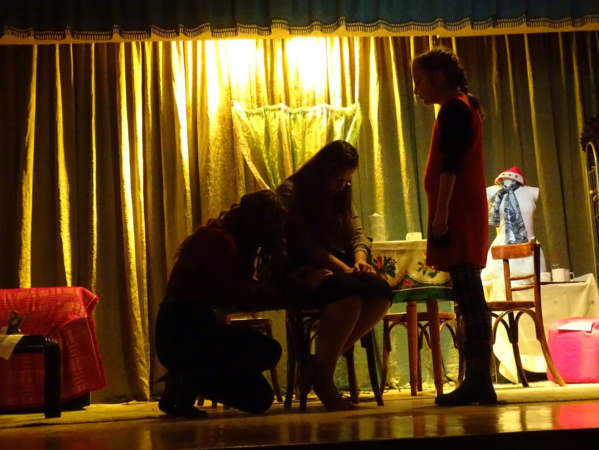 Θεατρική παράσταση: «Καινούριο χιόνι…»