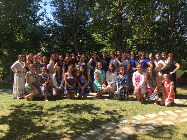 The Kosmos Project – Τα κορίτσια από τη Βοστώνη γράφουν για το πόσο όμορφα περνούν στην Κατασκήνωση στη Μακρυνίτσα