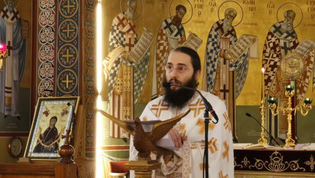 Ο π. Λάζαρος Βύρλιος κηρύττει στον Ι. Ν. Ευαγγελισμού