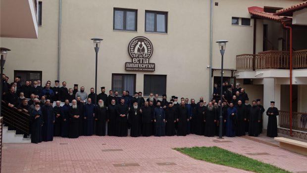Φιλοξενία Ιερατικής Σύναξης στην αυλή του Αγίου Αθανασίου