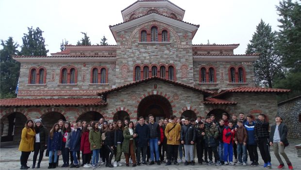 Οι Συντροφιές Γυμνασίου στην Ι. Μ. Κοιμήσεως Θεοτόκου στο Πανόραμα και στο Mediterranean Cosmos